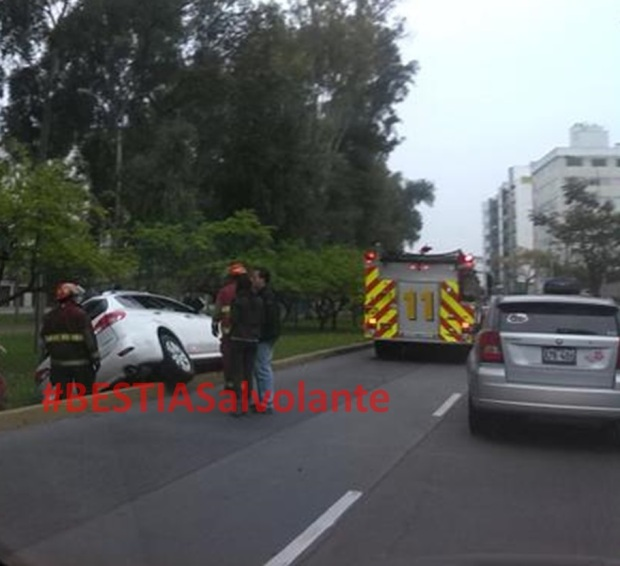Mujer ebria provoca accidente en San Borja