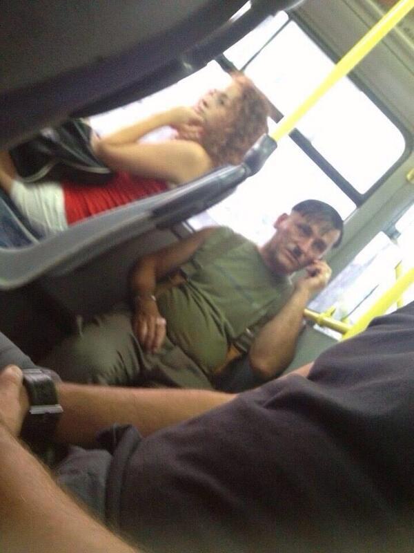 metro12 - vía @eagleventura, Hitler en el Metropolitano