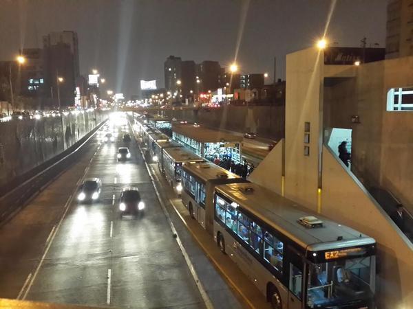 metro7 - vía @Rgutbrown , tráfico de horas el 28 de octubre del 2014